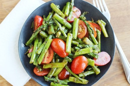 Dress Up Your Asparagus with Balsamic Vinegar & Tomatoes